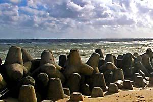 Tetrapoden: Küstenschutz auf Sand gebaut